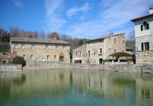 Bagno Vignoni, Wellnessurlaub in der Toskana