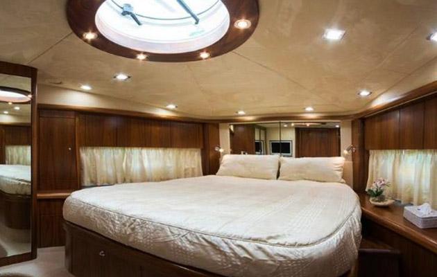 sunseeker-predator72-yacht-sardinia4.jpg