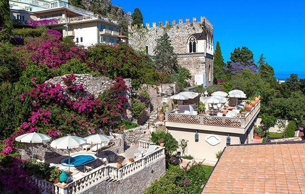 Taormina luxury hotel nightlife shopping and sea for Hotel villa taormina