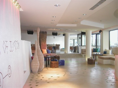 aqua-lounge2.jpg