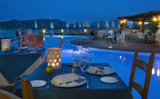 mira-luna-restaurant1.jpg