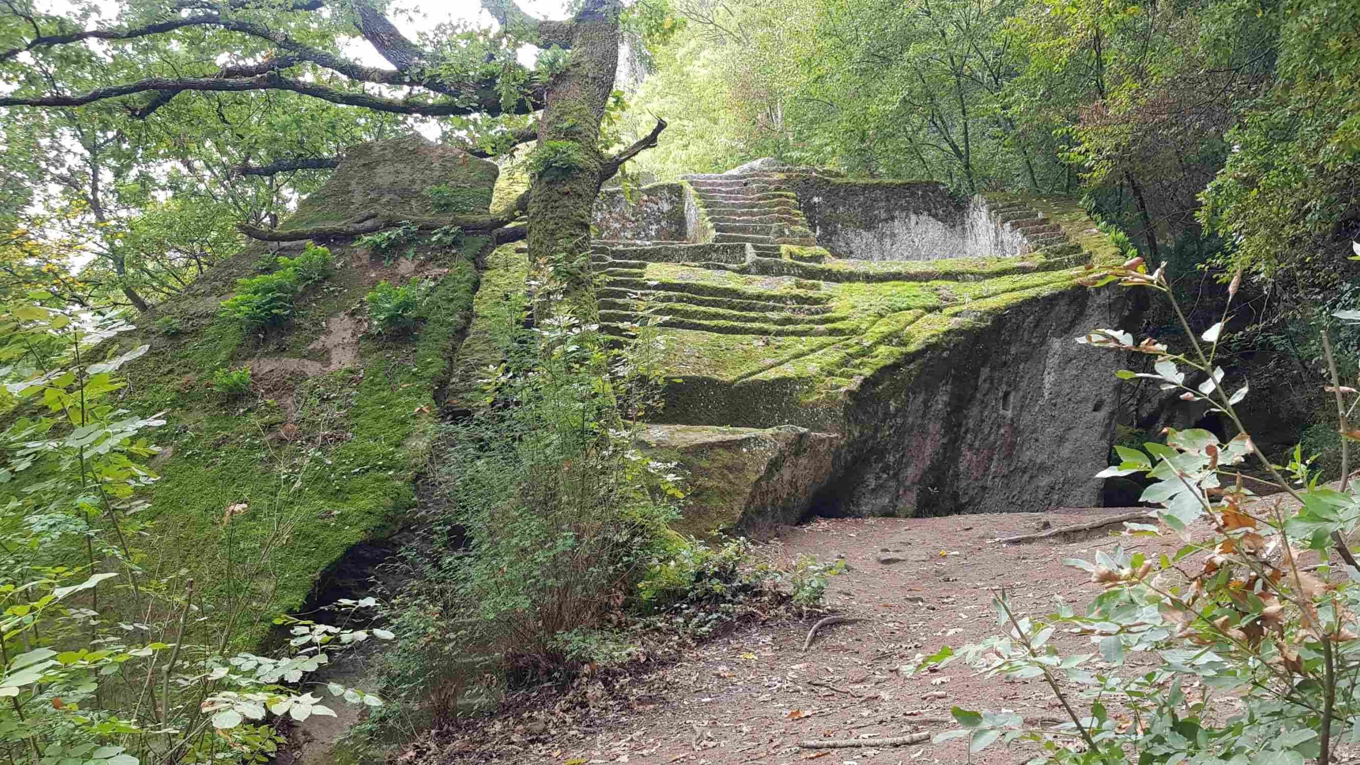 Trekking a Bomarzo: la misteriosa piramide etrusca