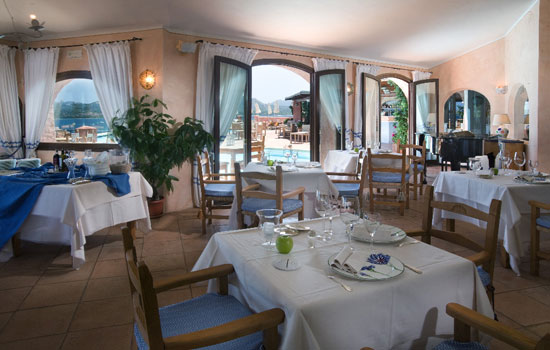 mira-luna-restaurant2.jpg