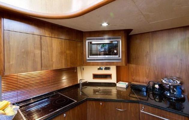sunseeker-predator72-yacht-sardinia13.jpg