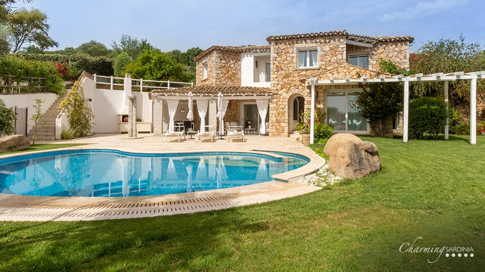 Case Di Pietra Sardegna : Dettaglio di una vecchia casa in pietra a piodao foto piodão