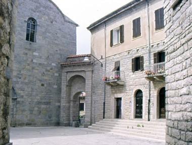 tempio-pausania-sardnia2.jpg