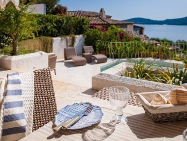 Boutique hotels sardinia small romantic design and for Small luxury beach hotels